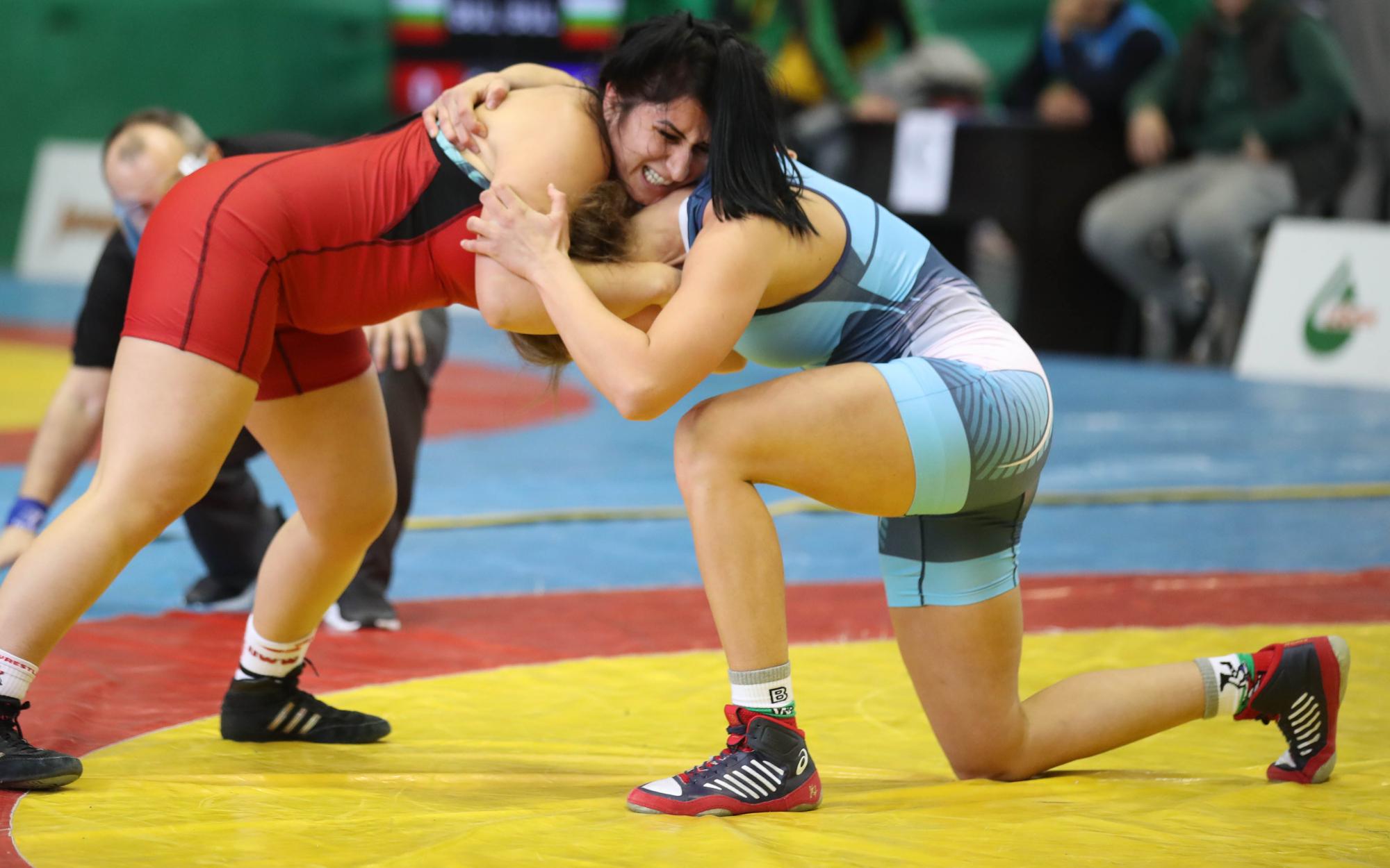 Следете НА ЖИВО Държавния шампионат по борба за мъже и жени