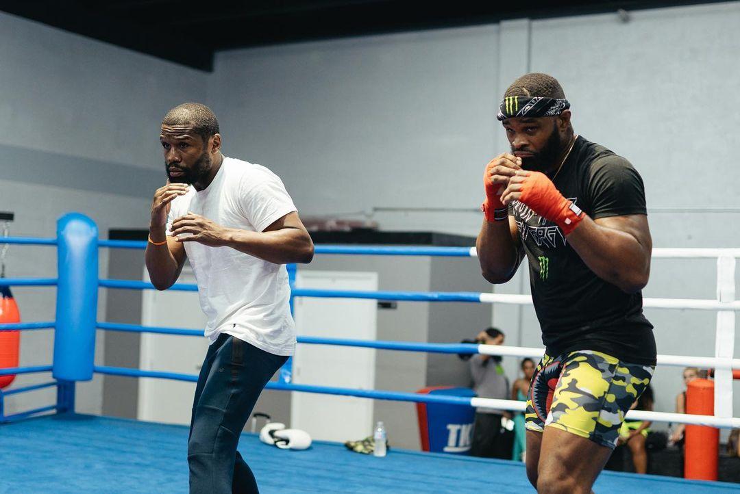 Уудли тренира бокс с Флойд Мейуедър