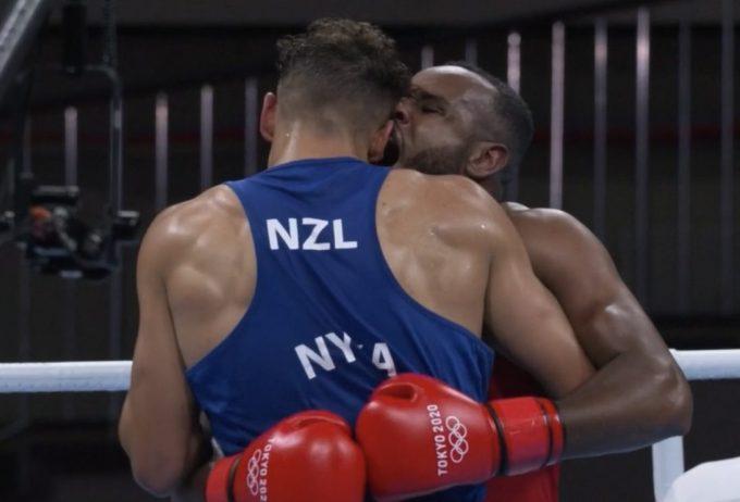 Марокански боксьор се опита да отхапе ухото на противник в Токио (ВИДЕО)