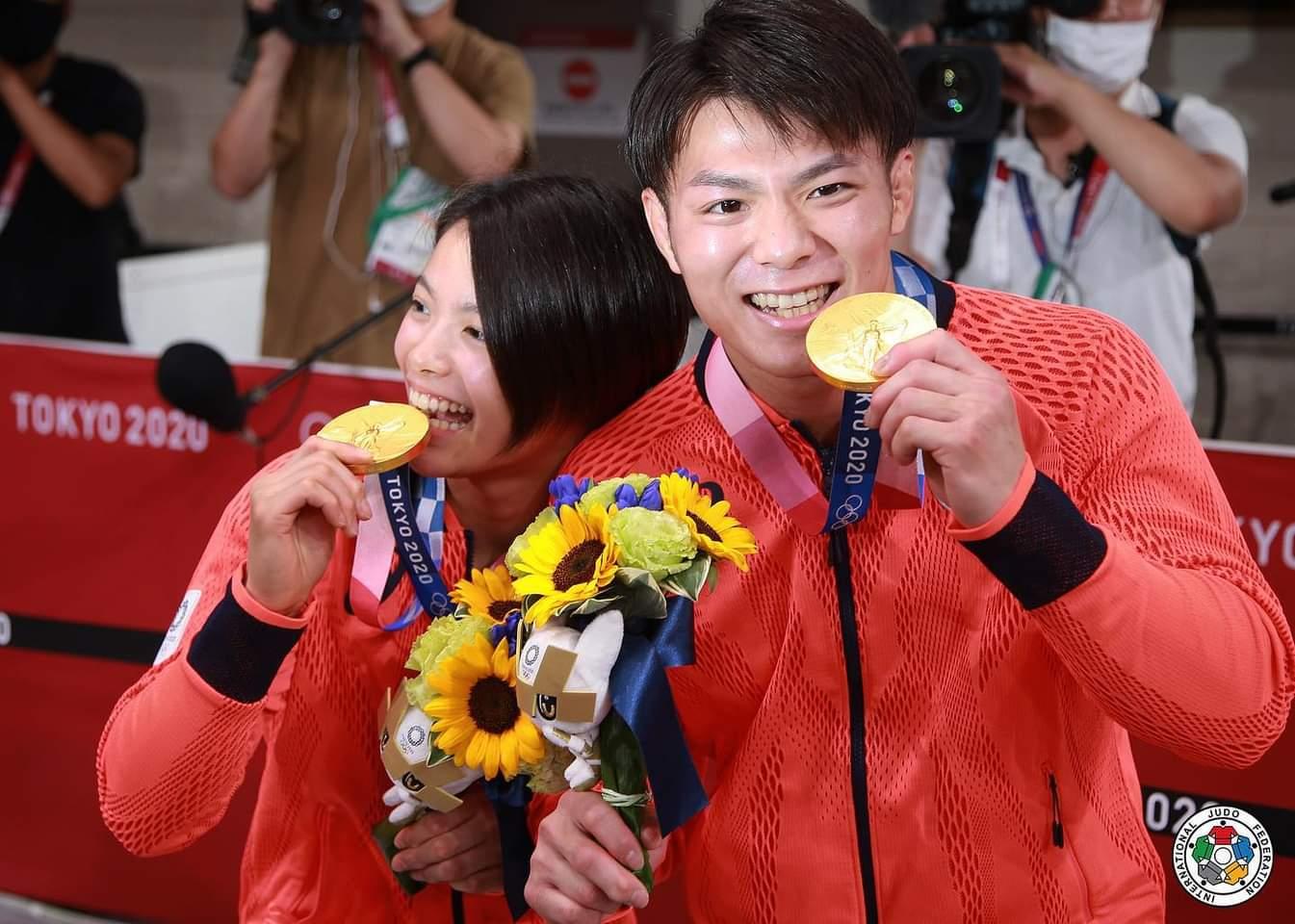Хифуми Абе и сестра му Юта влязоха в историята