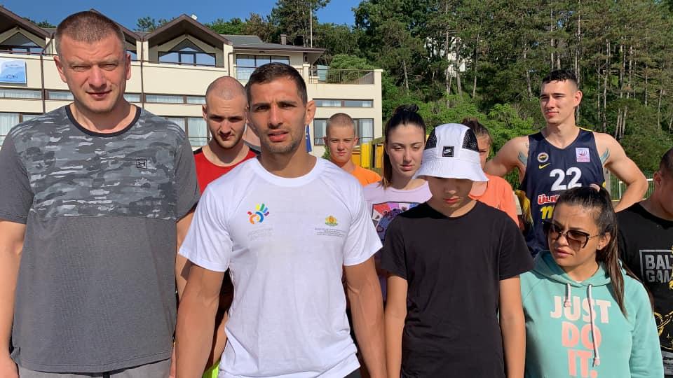 Ивайло Иванов поведе доброволци да почистят плаж