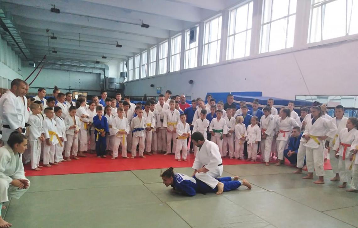 Габрово събра над 200 деца за лагер по джудо (СНИМКИ)