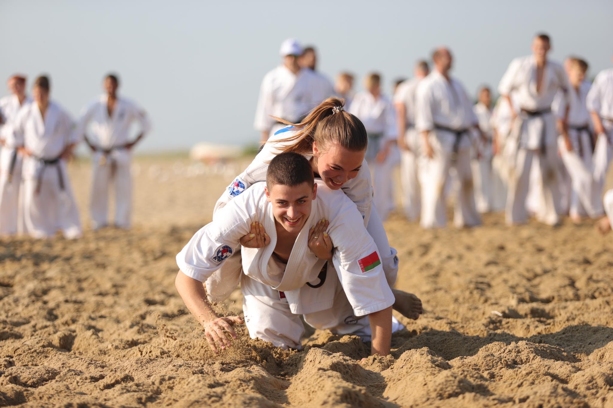 Куп предизвикателства за каратистите в Камчия в сутрешната тренировка