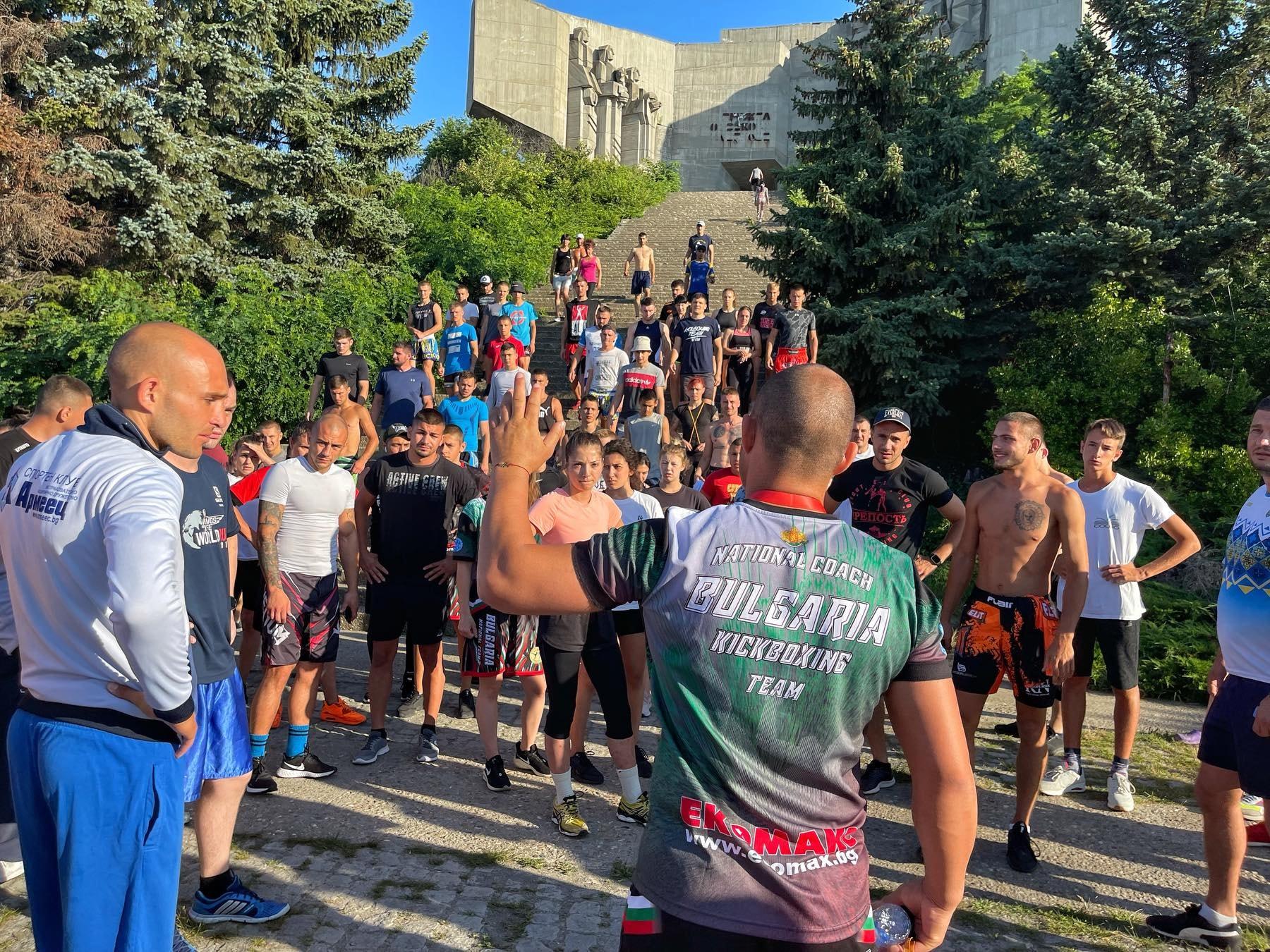 Националите по кикбокс сплотиха колектива с тренировка на открито