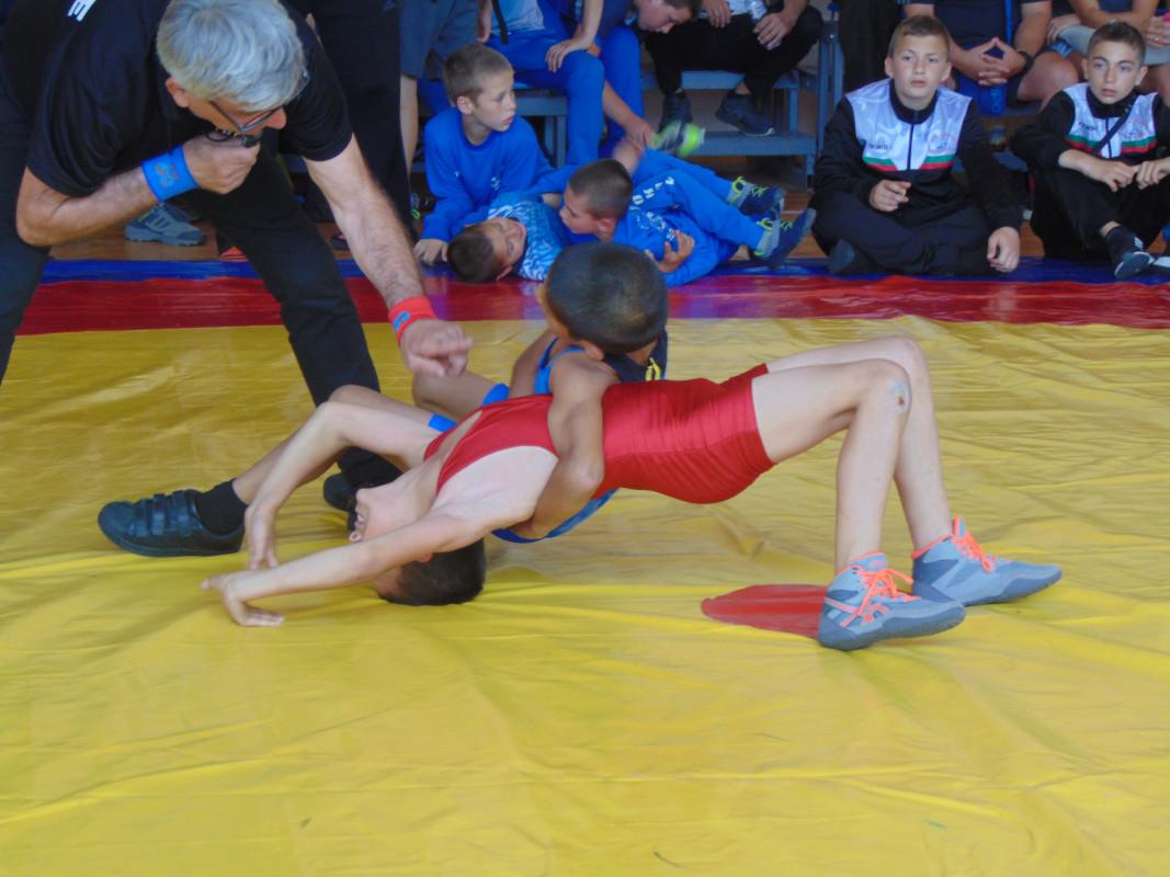 Силен турнир по борба се проведе в Златица (КЛАСИРАНЕ)