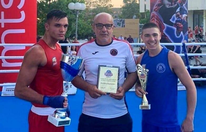 Чолов и Джуров със специални призове от боксов турнир в Сърбия