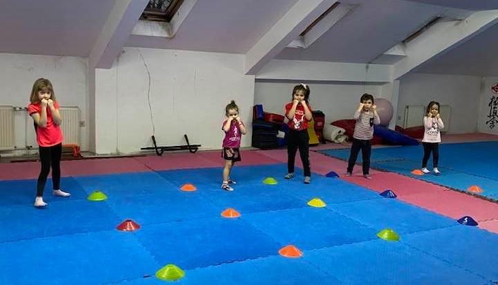 """СК """"Армеец"""" обяви безплатни тренировки по кикбокс за деца"""
