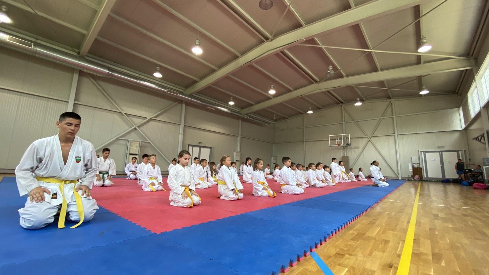 Ивет Горанова поднови тренировки заедно с 500 каратеки