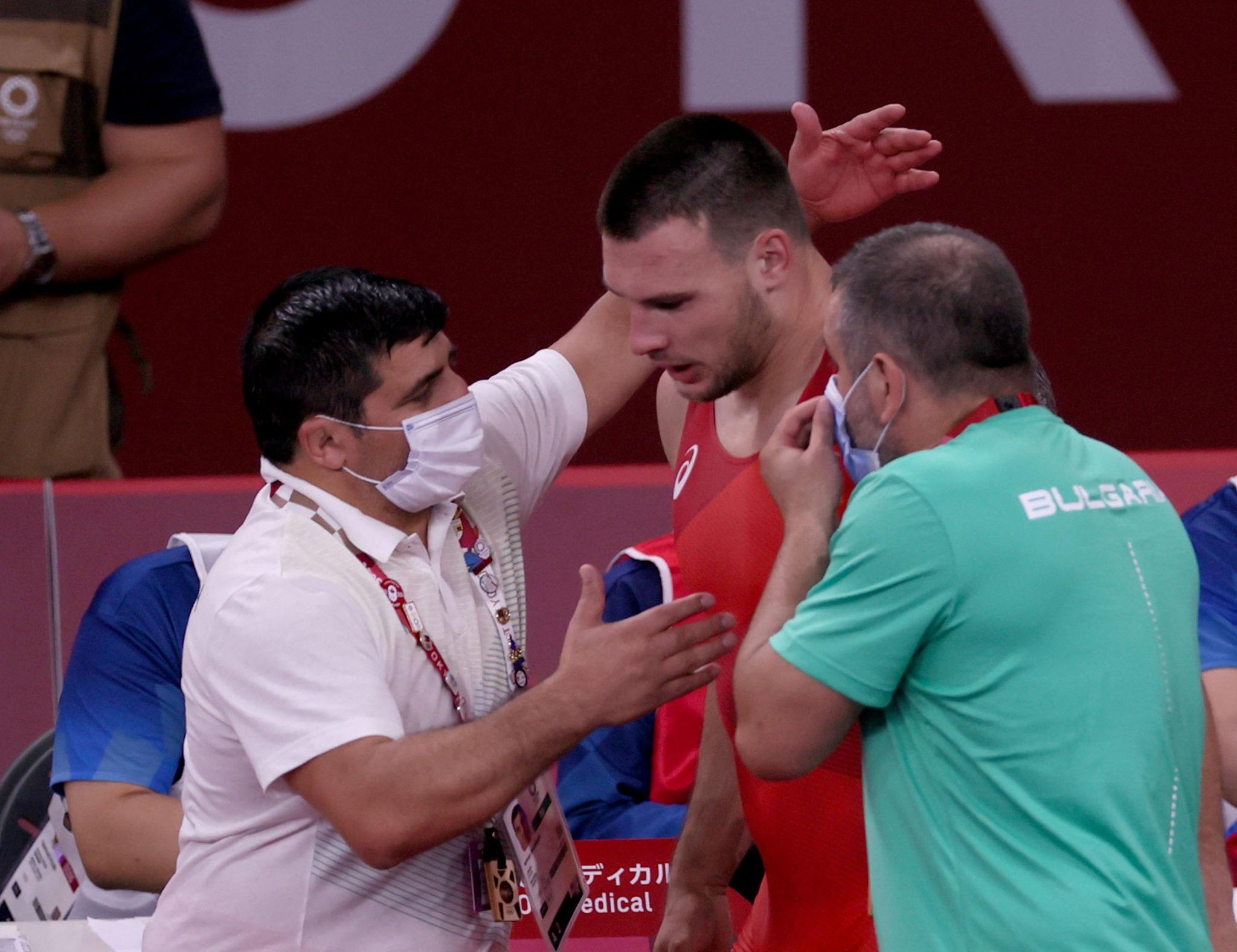 Американец спря Милов на 1/4-финалите на Световното