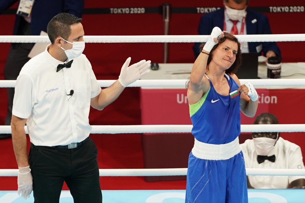 Стойка Кръстева преминава от другата страна на ринга (видео)