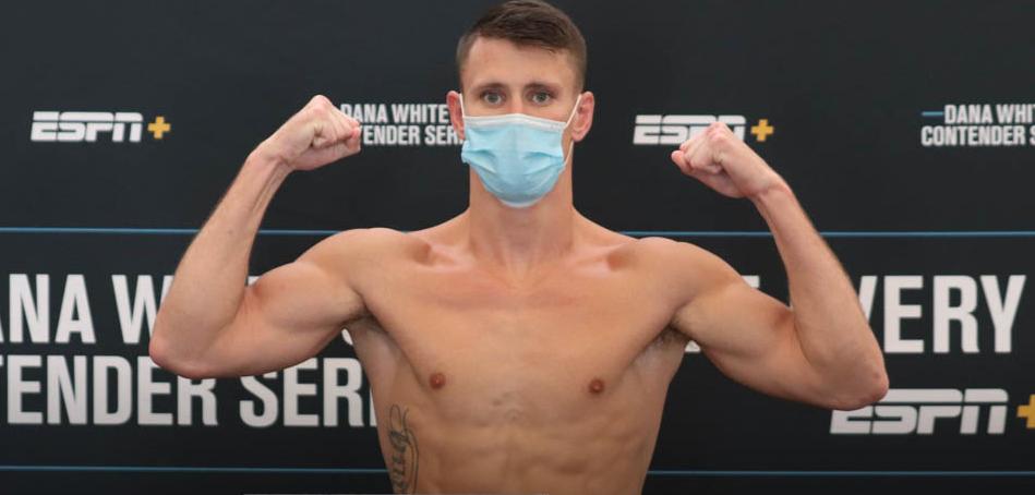 Англин ще опита да запише първи успех в UFC