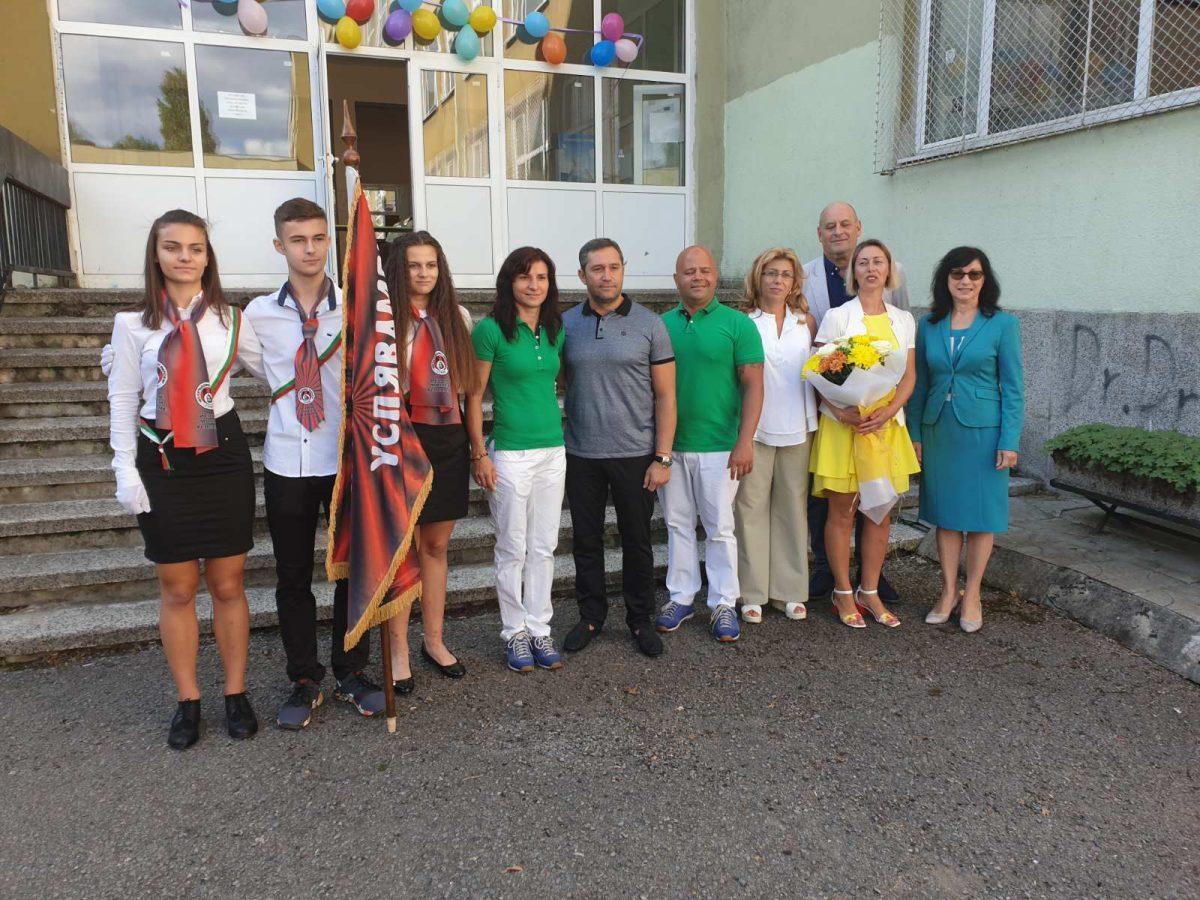 """Стойка вдигна знамето в 153-то Спортно училище """"Неофит Рилски"""""""