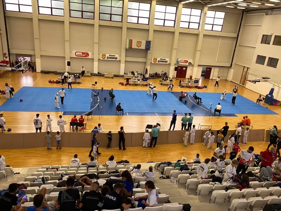 Дупница събра близо 300 таекуондисти в ежегоден турнир