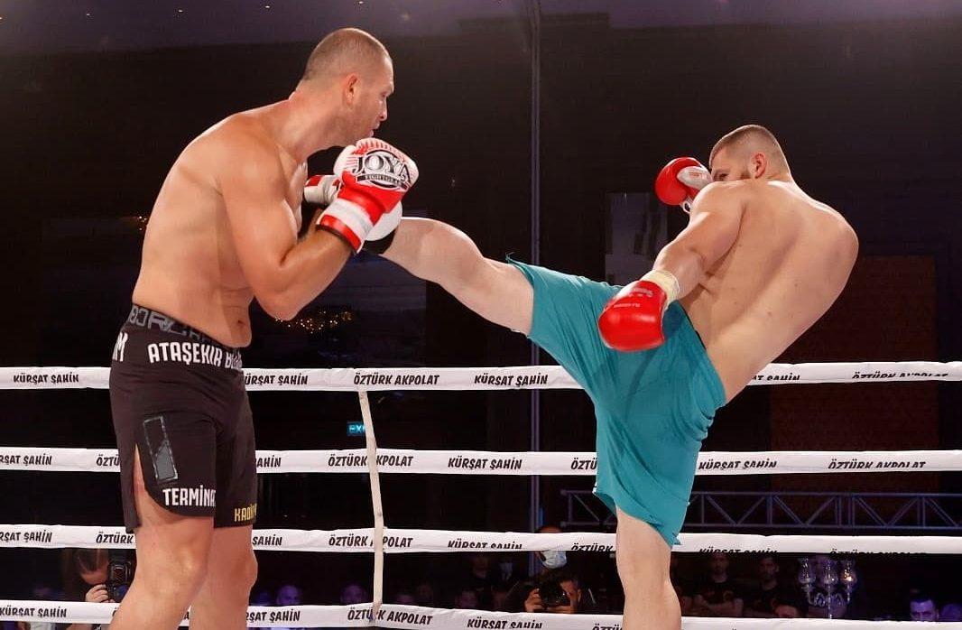 Ахмед Крънич с категорична победа в Истанбул (ГАЛЕРИЯ)