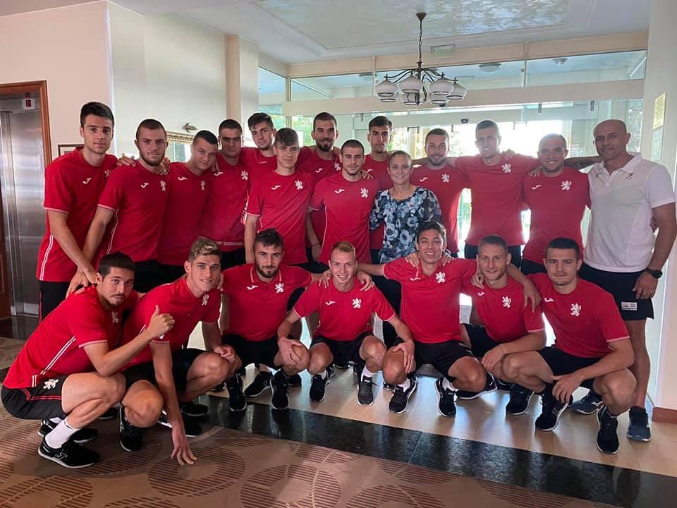 Златната Ивет надъха футболните младежи