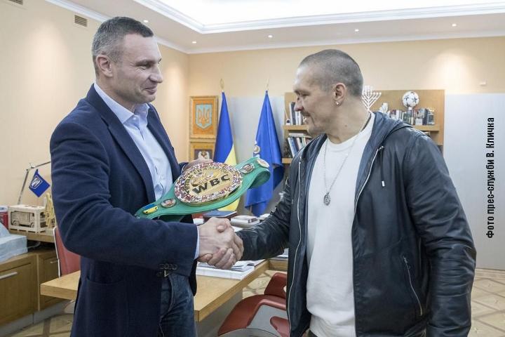 Усик получи и пояса на WBC