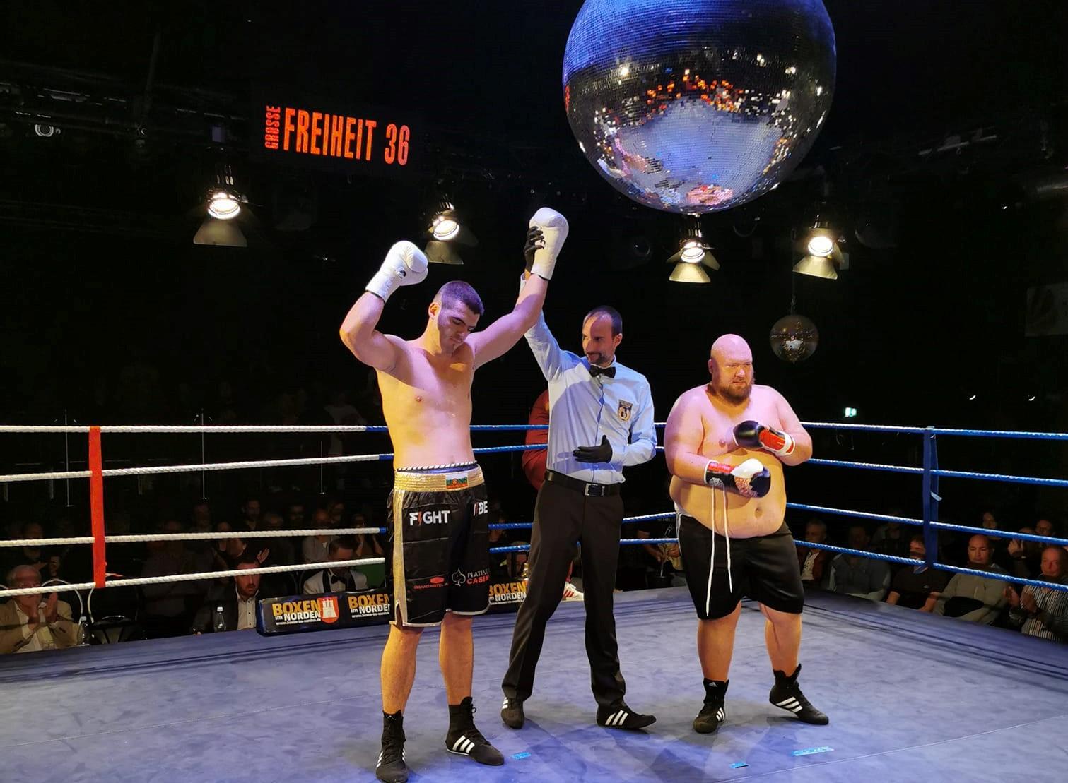 Пенчо Цветков приключи мача си в Хамбург за 28 секунди (ВИДЕО)