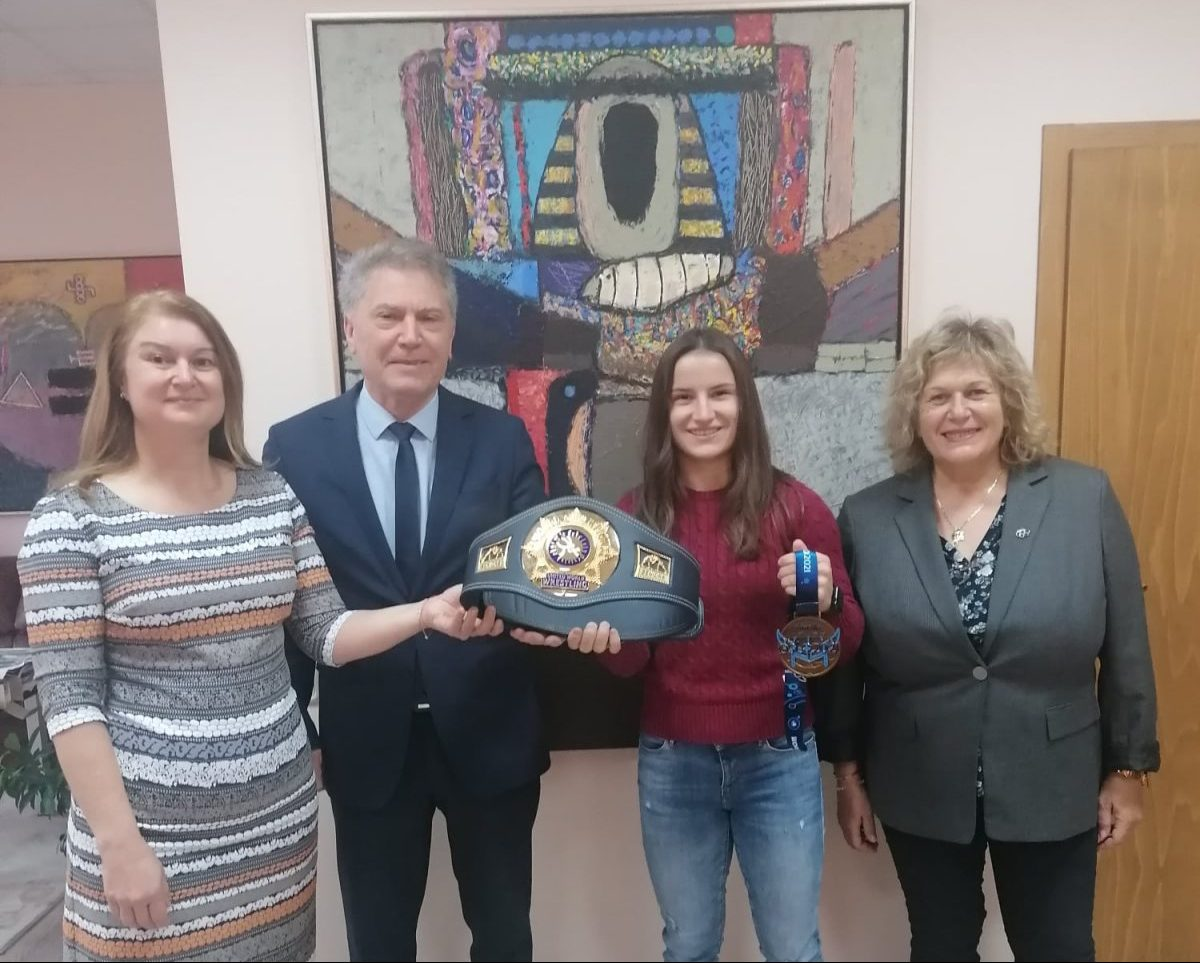 Предлагат преподавателско място на Биляна Дудова