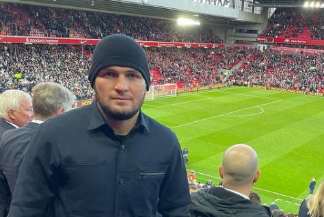 Хабиб се отдаде на футболни емоции в Англия